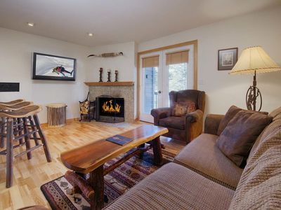 Huge flatscreen TV, gas log fireplace - relax and enjoy the mountain ambience!