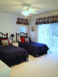 Sea Pines house rental - Upstairs Lighthouse twin bedroom with separate bath