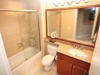 Waikoloa Beach Resort condo photo - The second full bathroom is for the living area and guest room