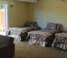 Rancho Palos Verde house photo - Newly remodeled bonus bedroom - 3 twin beds and a futon sleeps 4 comfortably
