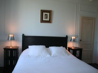 "Naujan-et-Postiac farmhouse photo - ""La chambre bleue"": guest room with en suite bathroom"