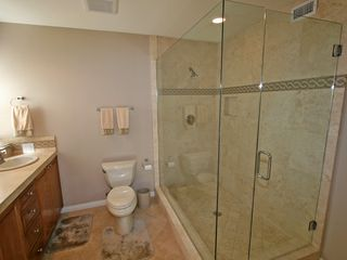 Palm Desert house photo - Master bath with huge walk in shower