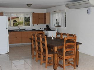 Aruba villa photo - table for 8, Bring your family here you wont want to leave.