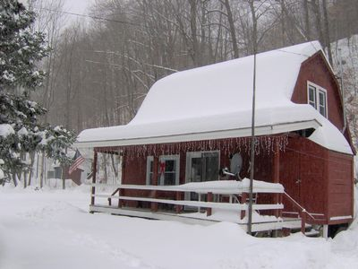 Near Mount Snow and Stratton - cozy & charming guest house with WiFi, fireplace