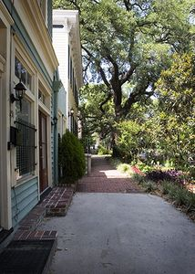 Savannah townhome rental - Sidewalk in front of building