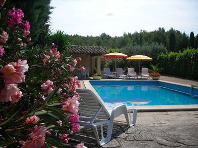Provençal farmhouse in the Alpilles, swimming pool, luxurious services.