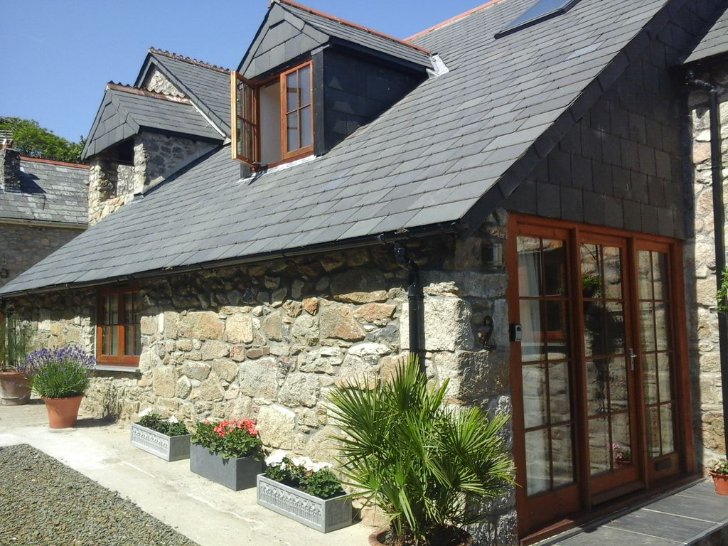 5 star Barn Conversion in Tranquil Hamlet. Wi-fi. Ideal Location for both Coasts