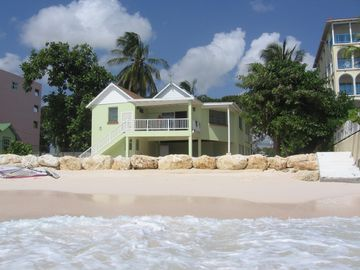 Maxwell Beach apartment rental - The view of the apartments from the sea