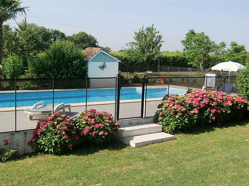 G tes 4 personnes la campagne avec piscine et grand parc for Piscine bordeaux grand parc