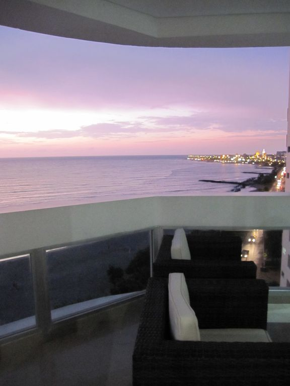 Cartagena-Luxury Ocean Front Condo with spectacular view of ocean & the old city