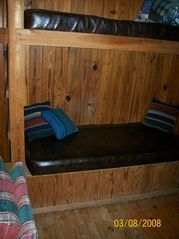 Steinhatchee cabin photo - Built-in Single Bunks in Living Room