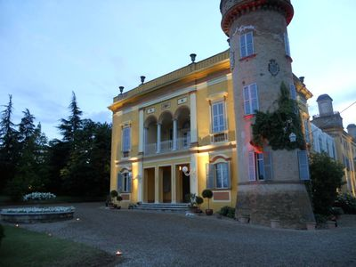 Flat in a sixteenth century villa with swimming pool and private park
