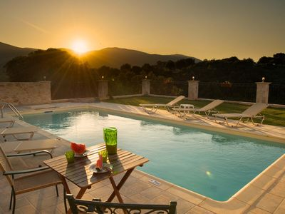 SUPERB VILLA WITH  PRIVATE POOL PEACEFUL  LOCATION  WIFI AND BARBEQUE