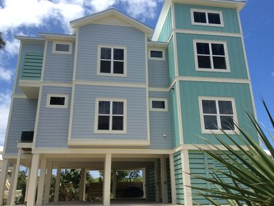 New 1st Tier Home with Old Florida Charm, 2 Masters, 3 King Beds, Bunk Room