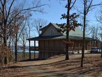 Greers Ferry Lake house rental - Side of House with view in back