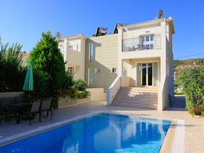 Villa Ismini - Villa With WIFI, Private Pool, BBQ & A/C.