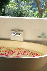 Flower bath for pampering and relaxation - Ubud villa vacation rental photo