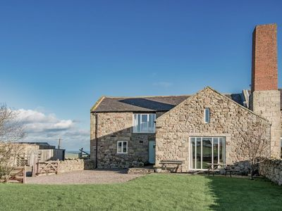 MILL HOUSE, sleeps 5+1, cosy country living with easy access to stunning beaches