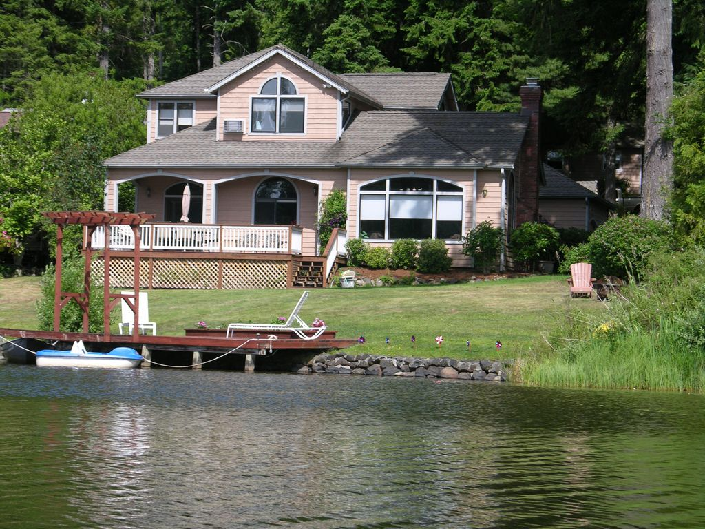Family Fun Lakefront Vacation Home # 1, 6 Bd.