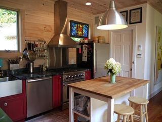 Woodstock cottage photo - ... with a full sized refrigerator and Le Cruset cookware.