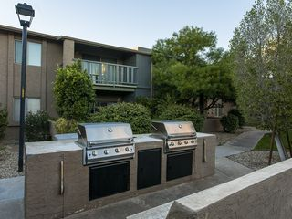 Old Town Scottsdale condo photo - Grills