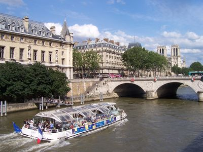 Close the to river Seine for a cruise...