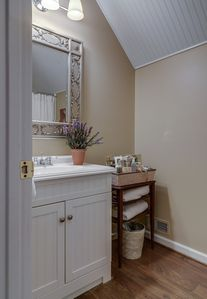 upstair bathroom with tub / shower combo