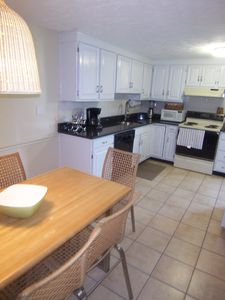 Middletown house rental - 3rd Beach Newer Granite kitchen