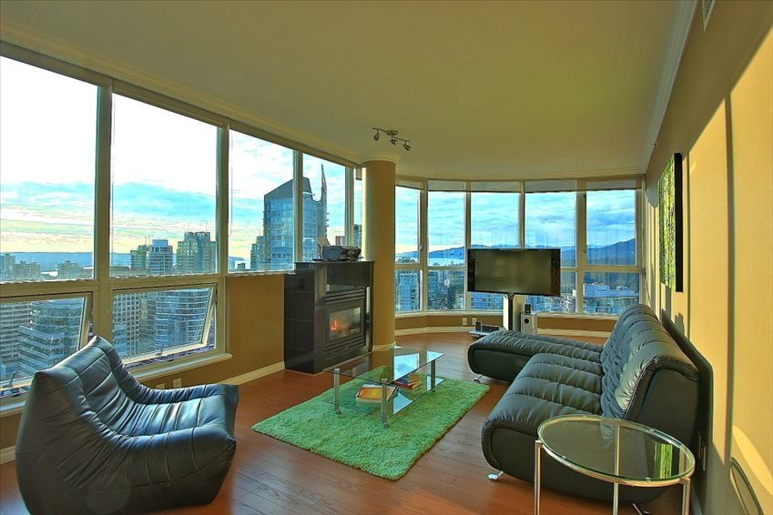 Million dollar view downtown vancouver vrbo for Million dollar living rooms