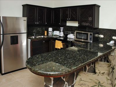 Fully equipped kitchen, granite countertops