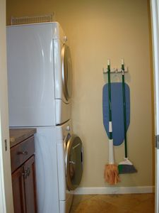 Walk in closet with washer-dryer