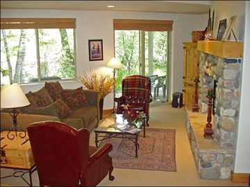 Ketchum condo rental - Beautifully Decorated and Sunny Living Room