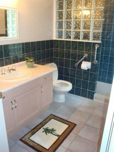 Grand Bend cottage rental - Master Bathroom
