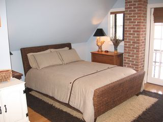 Kingston house photo - extra comfortable queen bed