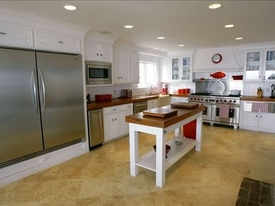 Kitchen with 60' in commercial stove