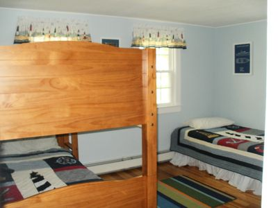Bunkbeds and twin bed