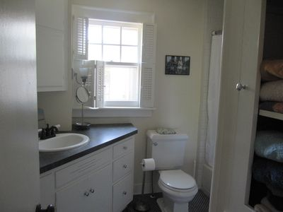 Manteo house rental - Downstairs Bathroom