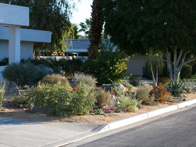 Indian Wells house rental - The desert garden complete with path and rock seats.