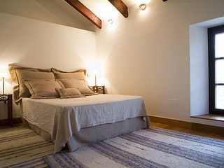 Cortes de la Frontera villa photo - Bedroom 1 with oak floors, airco, heating, big cupboards and ensuite bathroom