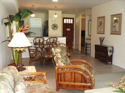 Tropically furnished living room and dining room; free wi-fi; sleeps 4-6