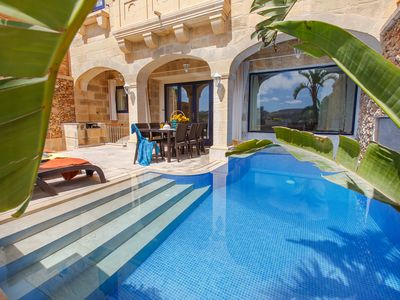 Luxury Property, Indoor Jacuzzi, Private Pool, Wifi, A/c Throughout and Views