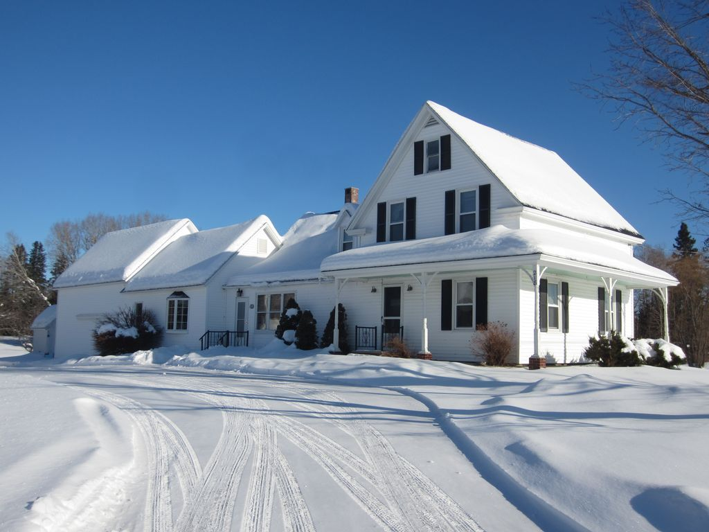 Cozy New England Country Home Located Near Vrbo