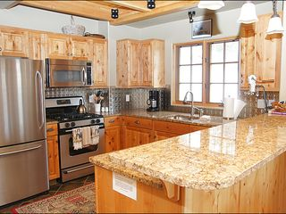 Big Sky townhome photo - Beautiful Granite Slab Counters & Stainless Steel Appliances in the Modern Kitchen.