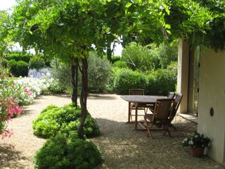 garden - Gordes farmhouse vacation rental photo