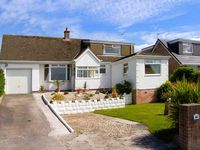 SEASCAPES, family friendly, with a garden in Deganwy, Ref 906884