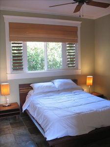 Bamboo room queen bed 1/2 bath private outdoor shower is steps away