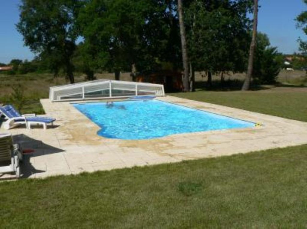 House villa leon with private swimming homeaway l on for Private swimming pool