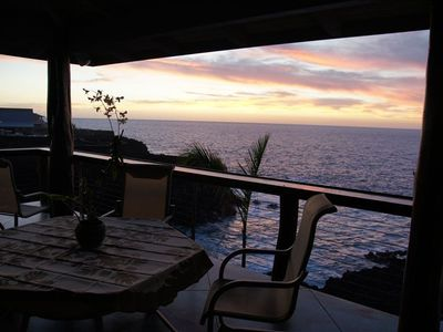 upstairs balcony overlooking the pacific ocean