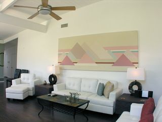 Palm Springs house photo - Living room with leather seating