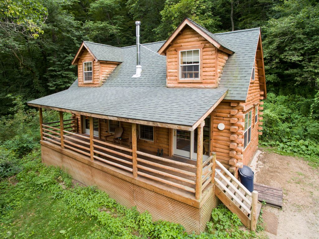 Secluded log cabin with hot tub near vrbo for Vrbo wisconsin cabins